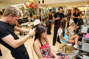 Formula Unas girls visit a beauty salon: Estefania Bejarano