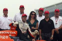 Dario Franchitti, Ashley Judd, Michael Andretti and the Firestone engineers