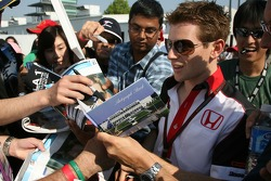 Anthony Davidson, Super Aguri F1 Team, signs autographs