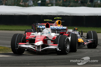 Jarno Trulli, Toyota Racing, TF107, Mark Webber, Red Bull Racing, RB3