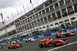 Race start, Felipe Massa, Scuderia Ferrari, Lewis Hamilton, McLaren Mercedes, Kimi Raikkonen, Scuderia Ferrari