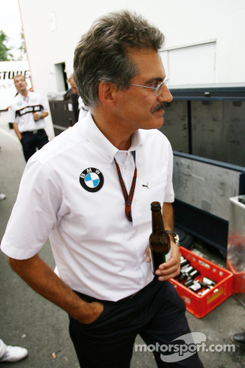 Dr. Mario Theissen, BMW Sauber F1 Team, BMW Motorsport Director enjoys a beer after the race