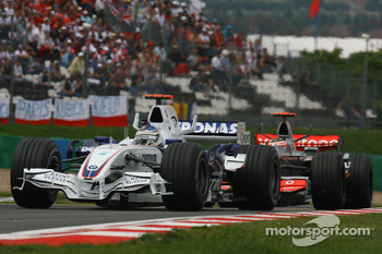 Nick Heidfeld, BMW Sauber F1 Team, F1.07 and Fernando Alonso, McLaren Mercedes, MP4-22