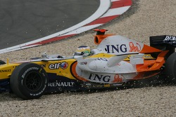 Giancarlo Fisichella, Renault F1 Team, R27, in the gravel