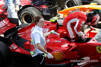Kimi Raikkonen, Scuderia Ferrari, F2007, retires from the race