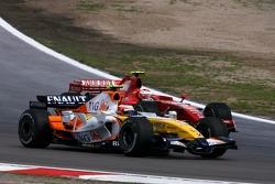 Heikki Kovalainen, Renault F1 Team, Kimi Raikkonen, Scuderia Ferrari