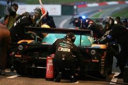 Pitstop for #2 Vitaphone Racing Team Maserati MC 12 GT1: Stéphane Lemeret, Miguel Ramos, Christian Montanari, Matteo Bobbi