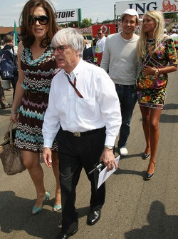 Bernie Ecclestone with his wife Slavica Ecclestone, and daughter Petra Ecclestone