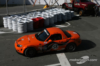#58 BSI Racing Mazda MX-5: Justin Hall, Magnus Karlsson misses the corner