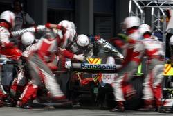 Jarno Trulli, Toyota Racing, TF107 pit stop
