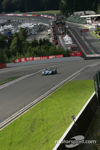 #17 Pescarolo Sport Pescarolo  Judd: Harold Primat, Christophe Tinseau cresting Eau Rouge