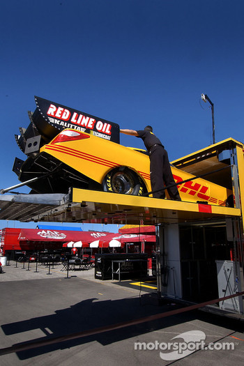 Scott Kalitta's car comes out of the box