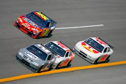 Kurt Busch leads David Stremme, Jeff Gordon and Juan Pablo Montoya