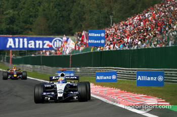 Nico Rosberg, WilliamsF1 Team, FW29, Mark Webber, Red Bull Racing, RB3