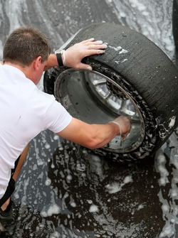 Mechanics wash the Dunlop Sport Maxx tyres
