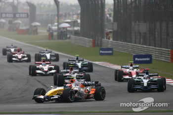 Heikki Kovalainen, Renault F1 Team, R27 leads Jenson Button, Honda Racing F1 Team, RA107