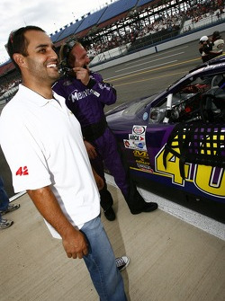 Juan Pablo Montoya and pole sitter Bryan Clauson
