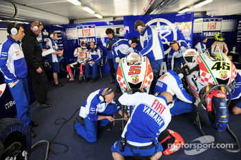 FIAT Yamaha MotoGP pitbox