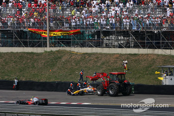 Heikki Kovalainen, Renault F1 Team crashes
