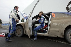 Manfred Stohl and Ilka Minor repair damage on the OMV Kronos Citroen WRT Citroen Xsara WRC