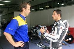 Randy De Puniet talk with Michelin engineer