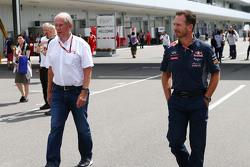 Dr. Helmut Marko, asesor de Red Bull Motorsport con Christian Horner, de Red Bull Racing Director del equipo