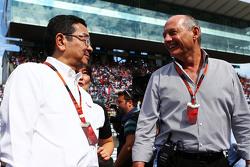 Takahiro Hachigo, Honda CEO and Ron Dennis, McLaren Executive Chairman on the grid
