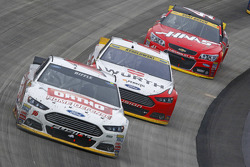 Greg Biffle, Roush Fenway Racing Ford en Brad Keselowski, Team Penske Ford en Kurt Busch, Stewart-Haas Racing Chevrolet