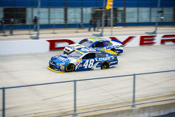 Jimmie Johnson, Hendrick Motorsports Chevrolet and Casey Mears, Germain Racing Chevrolet