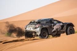 سيارة بيجو في رالي المغرب الصحراوي