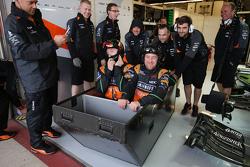 Het Sahara Force India F1 Team maakt plezier in de regen