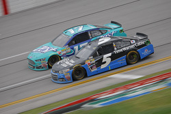 Kasey Kahne, Hendrick Motorsports Chevrolet and Ricky Stenhouse Jr., Roush Fenway Racing Ford