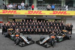 Nico Hulkenberg, Sahara Force India F1 and Sergio Perez, Sahara Force India F1 at a team photograph