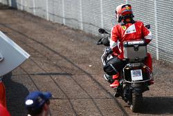 كيمي رايكونن، فيراري ينسحب من السباق