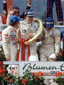 Podium: race winner Alan Jones, Williams, second place Gilles Villeneuve, Ferrari, third place Jacques Laffite, Ligier