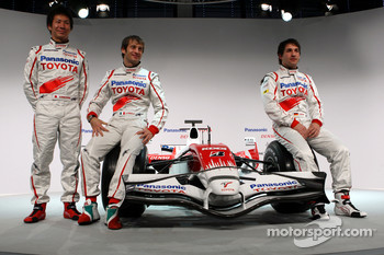 Kamui Kobayashi, Jarno Trulli and Timo Glock pose with the new Toyota TF108