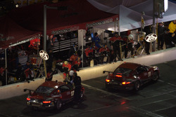 Pitstop for #88 Farnbacher Loles Porsche GT3 Cup: Eric Curran, Pierre Kaffer, Dave Lacey, Frank Stippler, Greg Wilkins, #87 Farnbacher Loles Porsche GT3 Cup: Timo Bernhard, Pierre Ehret, Dominik Farnbacher, Dirk Werner
