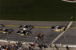 Start: Michael Waltrip leads the field