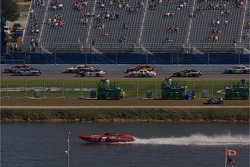 Race action on the superstrech while a boat is at full speed on Lake Lloyd