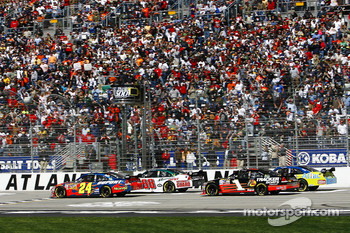 Start: Jeff Gordon and Dale Earnhardt Jr. lead the field