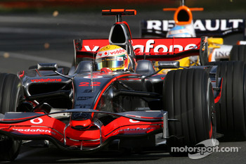 Lewis Hamilton, McLaren Mercedes, Fernando Alonso, Renault F1 Team