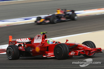 Felipe Massa, Scuderia Ferrari, F2008 leads David Coulthard, Red Bull Racing, RB4