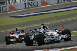 Robert Kubica, BMW Sauber F1 Team, F1.08 leads Anthony Davidson, Super Aguri F1 Team, SA08