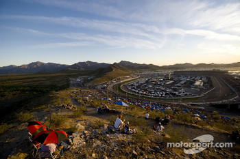 The sun goes down on Phoenix International Raceway