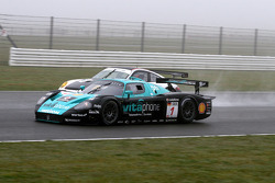 #1 Vitaphone Racing Team Maserati MC 12: Michael Bartels, Andrea Bertolini and #61 Prospeed Competition Porsche 997 GT2 RSR: Emmanuel Collard, Richard Westbrook