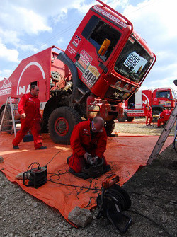 MAN Rally Team crew at work