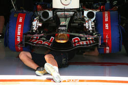 A mechanic underneath a Scuderia Toro Rosso, STR02