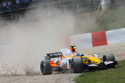 Nelson A. Piquet, Renault F1 Team, off-track