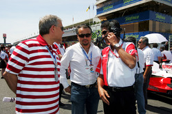 Franz Josef, Weigl Weigl Group GmbH, talks with Aguri Suzuki Super Aguri F1 Team Principal
