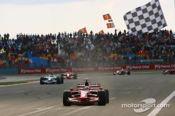 Felipe Massa takes the checkered flag